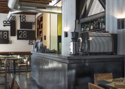 Trattoria 18-28 - bancone bar in ferro